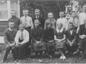 Munalaskme algkooli lõpetajad 1934a. Foto: Einar Alliksaar erakogu