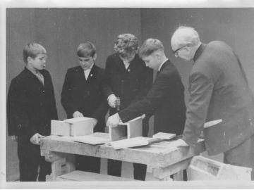 Tööõpetuse tund Laitse Algkoolis : Foto: Einar Alliksaar erakogu