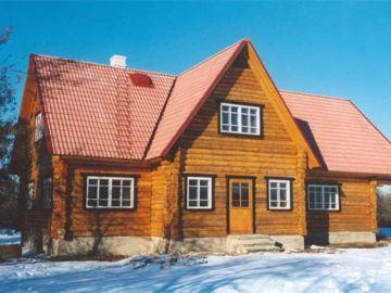 November, 1998.a. uksed, aknad on ees, sisetööd lõpukorral. Maja ümbruse heakorrastus jääb kevadeks. Laitse Seltsimajas võib tegevus alata peale jõule 1998.a.